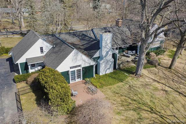 845 Lone Pine Road, Bloomfield Twp, MI 48302 (#2210030829) :: Real Estate For A CAUSE