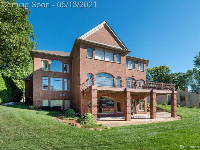 2475 Island View Drive, West Bloomfield Twp, MI 48324 (#2210030864) :: Real Estate For A CAUSE