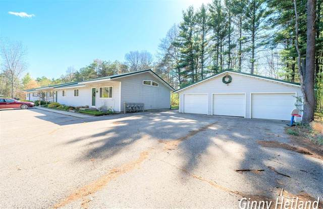 7979 Brittany Place, HWRDCTYVLG-RYNLDSTWP, MI 49329 (#65021015042) :: Real Estate For A CAUSE