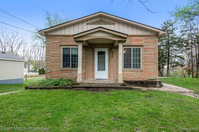 832 Farnsworth Road, White Lake Twp, MI 48386 (#2210031609) :: Real Estate For A CAUSE