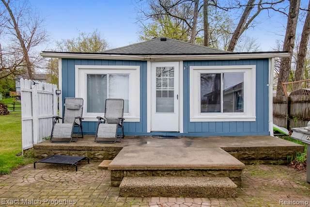 830 Farnsworth Road, White Lake Twp, MI 48386 (#2210031972) :: Real Estate For A CAUSE