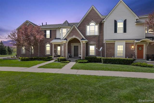 1560 W Lakeview Lane, Canton Twp, MI 48187 (#2210032070) :: Real Estate For A CAUSE