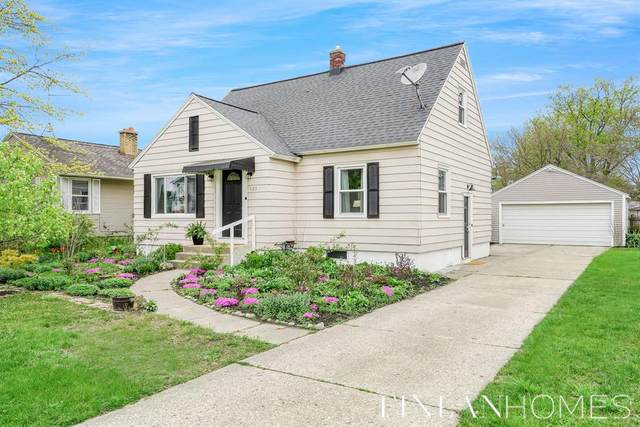 155 32nd Street, Holland, MI 49423 (#65021015509) :: Real Estate For A CAUSE