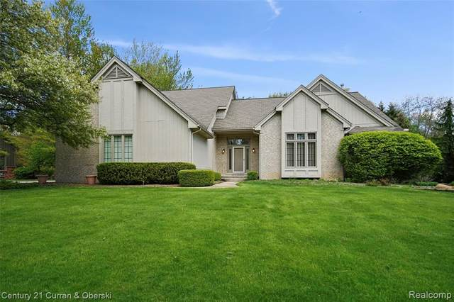 5245 Stonehenge Drive, Oakland Twp, MI 48306 (#2210032386) :: Alan Brown Group