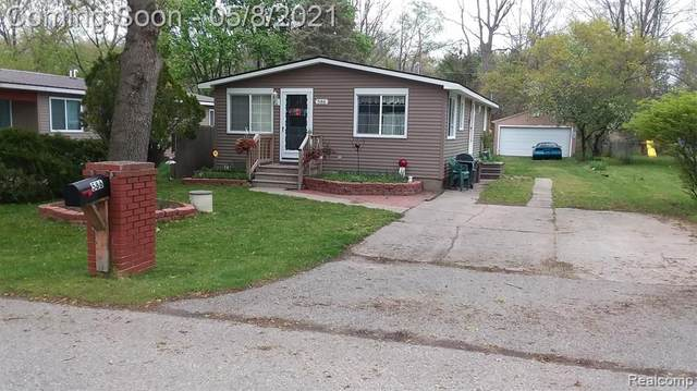 586 Snyder, Highland Twp, MI 48357 (#2210032406) :: Real Estate For A CAUSE