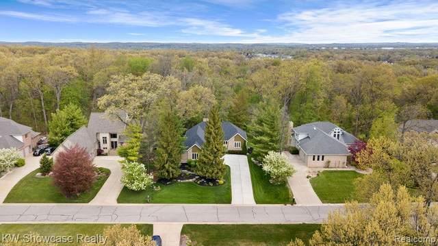 523 Woodsedge Lane, White Lake Twp, MI 48386 (#2210032711) :: Real Estate For A CAUSE