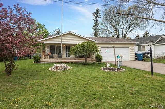 300 Rustic Circle, White Lake Twp, MI 48386 (#2210032844) :: Real Estate For A CAUSE