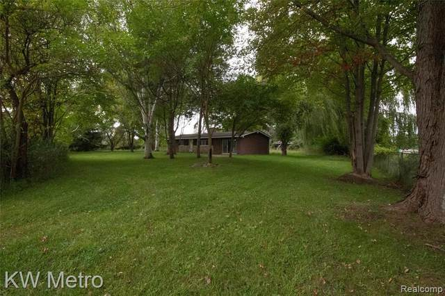 1860 Columbine Road, Clay Twp, MI 48028 (#2210032981) :: The Alex Nugent Team | Real Estate One
