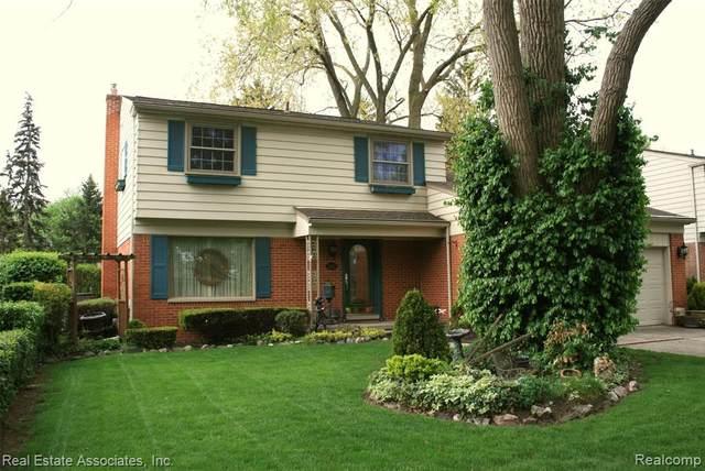 35625 Elmira Street, Livonia, MI 48150 (#2210033073) :: Novak & Associates