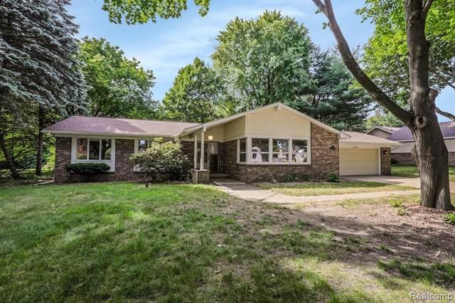 6950 Thompson Lane, White Lake Twp, MI 48383 (#2210033128) :: Real Estate For A CAUSE