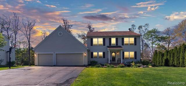 6136 Shadetree Court, Howell, MI 48843 (#2210033204) :: Real Estate For A CAUSE