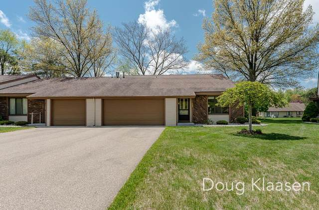482 Oak Lane, Holland Twp, MI 49424 (#71021016154) :: Real Estate For A CAUSE