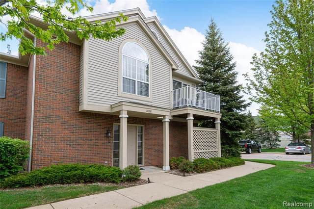 14200 Chesapeake Circle, Commerce Twp, MI 48390 (#2210033265) :: Real Estate For A CAUSE