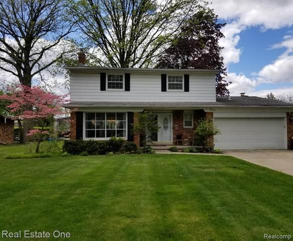 29405 Chatham Court Court, Southfield, MI 48076 (#2210033283) :: Novak & Associates