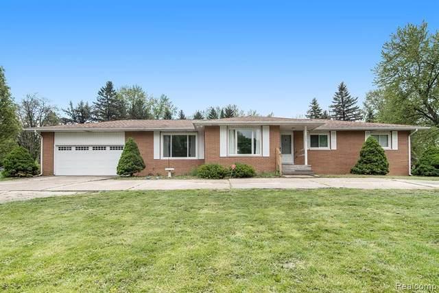 1080 Dye Krest Drive, Flint Twp, MI 48532 (#2210033347) :: Real Estate For A CAUSE