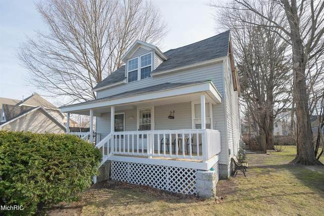 220 Clinton Street, South Haven, MI 49090 (#69021016199) :: Real Estate For A CAUSE