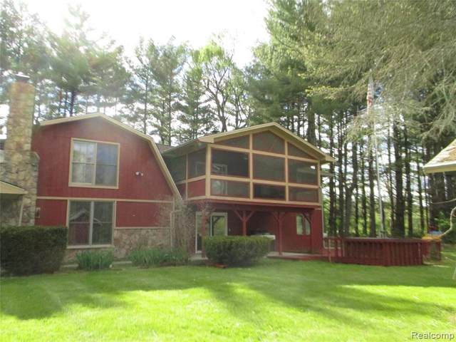 11685 E Silver Lake Road, Burns Twp, MI 48418 (#2210033433) :: Real Estate For A CAUSE