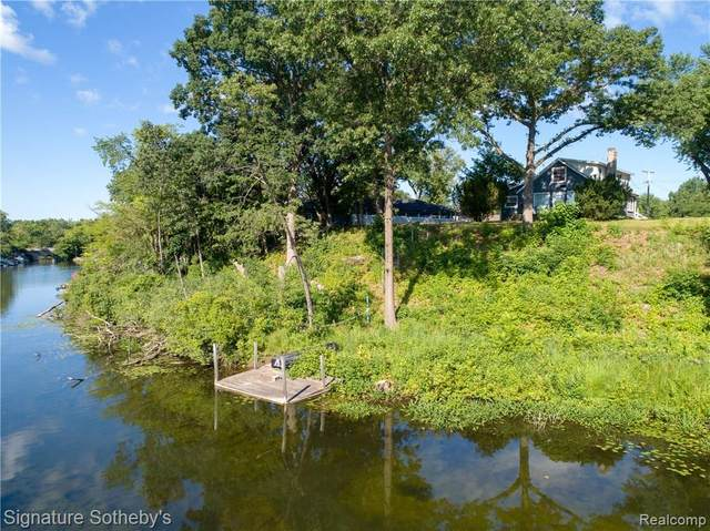 4812 Clinton Drive, Independence Twp, MI 48346 (#2210033468) :: Real Estate For A CAUSE