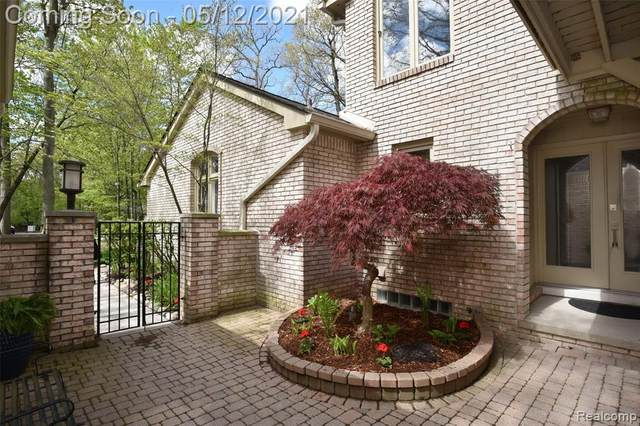 1201 Hillpointe Circle #27, Bloomfield Twp, MI 48304 (#2210033535) :: BestMichiganHouses.com