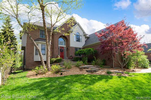 7233 Essex Drive, West Bloomfield Twp, MI 48322 (#2210033542) :: Real Estate For A CAUSE