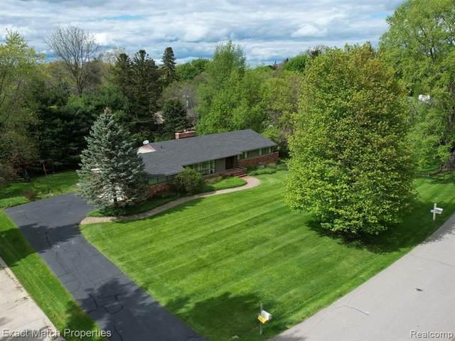 27220 Apple Tree Lane, Franklin Vlg, MI 48025 (#2210033645) :: Real Estate For A CAUSE