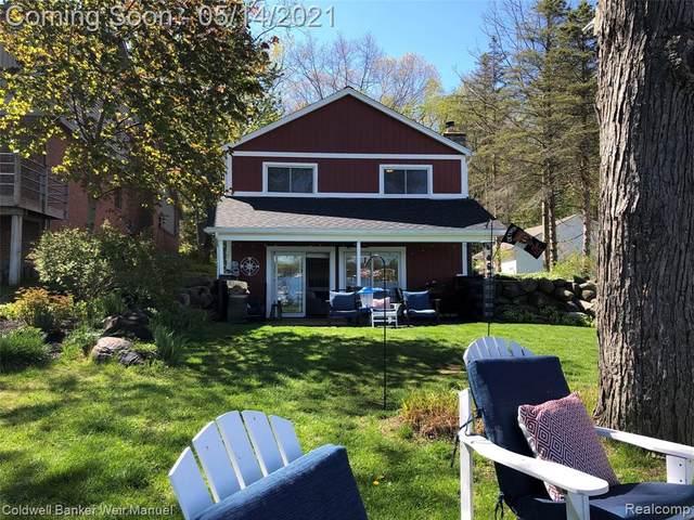 11602 Haylock, Davisburg, MI 48350 (#2210033659) :: Real Estate For A CAUSE