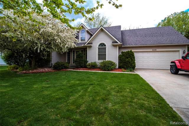 8438 Old Harbor, Grand Blanc Twp, MI 48439 (#2210033884) :: Real Estate For A CAUSE