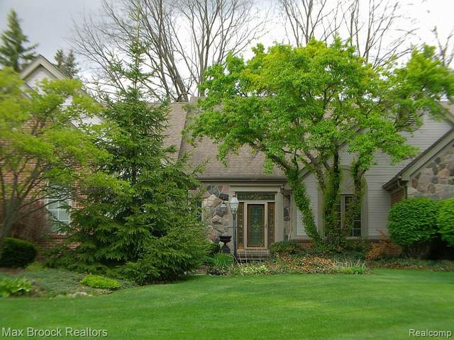 37502 Turnberry Court, Farmington Hills, MI 48331 (#2210034108) :: Alan Brown Group