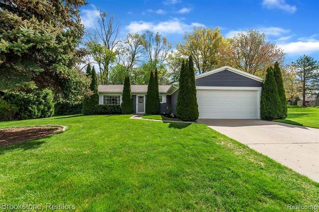 1195 Meadowood Drive, Waterford Twp, MI 48327 (#2210034156) :: Real Estate For A CAUSE