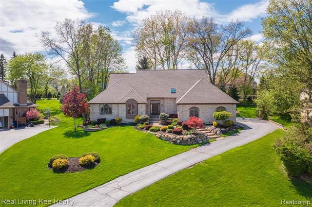 1427 Ridge Crt, Oakland Twp, MI 48306 (#2210034163) :: Real Estate For A CAUSE