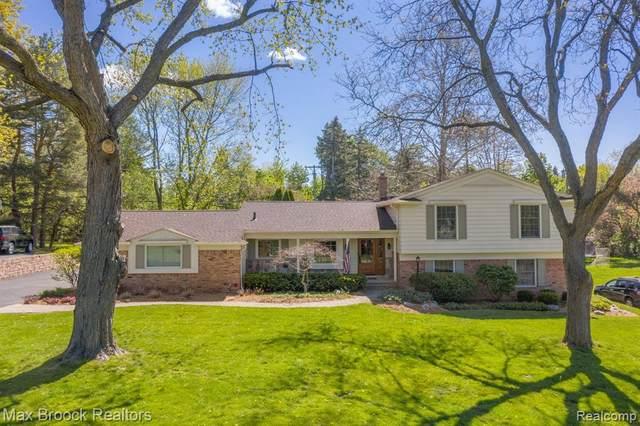3753 Thornbrier Way, Bloomfield Twp, MI 48302 (#2210034904) :: Keller Williams West Bloomfield