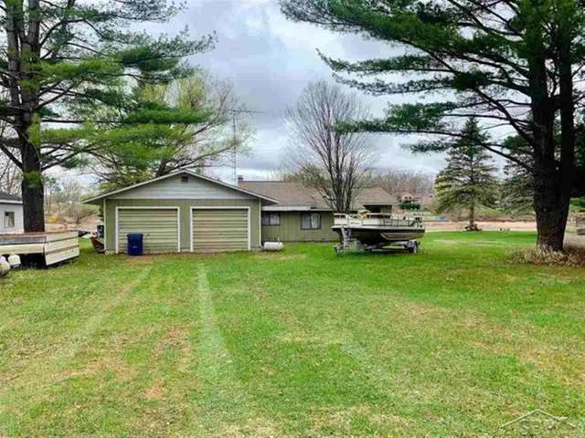 5287 N Fox Road, Edenville Twp, MI 48657 (#61050041622) :: Real Estate For A CAUSE
