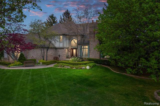 5648 Clearview Drive, Troy, MI 48098 (#2210035014) :: Keller Williams West Bloomfield