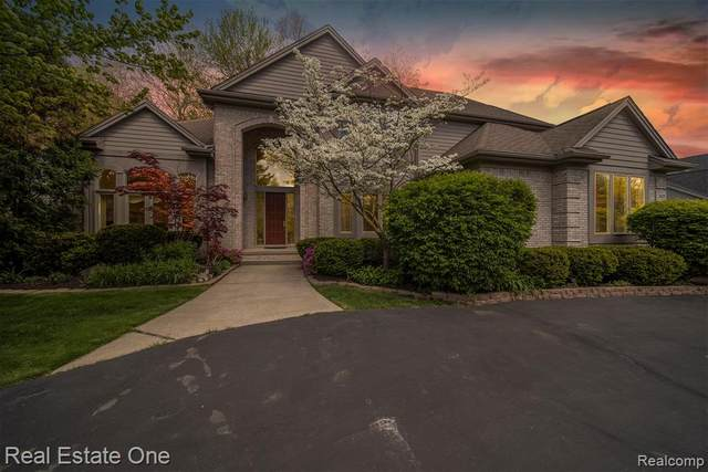 3436 Hidden Oaks Lane, West Bloomfield Twp, MI 48324 (#2210035071) :: The Alex Nugent Team | Real Estate One