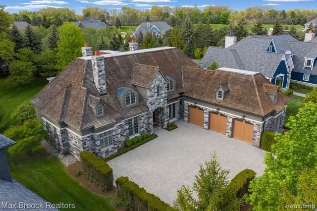 2930 Turtle Pond Court, Bloomfield Twp, MI 48302 (#2210035152) :: BestMichiganHouses.com