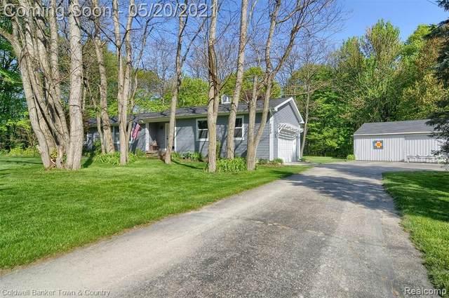 8888 Coon Lake Rd, Iosco Twp, MI 48137 (#2210035344) :: Novak & Associates