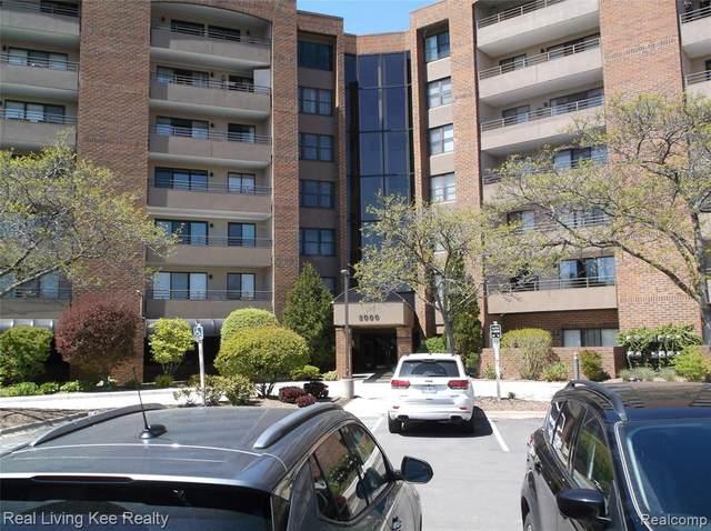 3305 Country Club Dr #29, Saint Clair Shores, MI 48082 (#2210035435) :: The Alex Nugent Team   Real Estate One