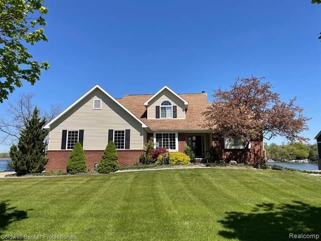 112 Lakeshore Drive, Brandon Twp, MI 48348 (#2210035509) :: The Alex Nugent Team | Real Estate One