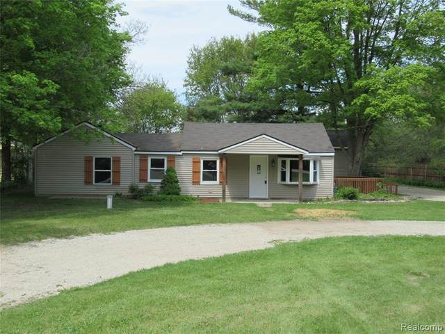 2743 Imlay City Road, Lapeer Twp, MI 48446 (#2210035629) :: The Mulvihill Group