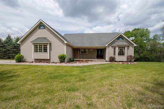 5150 Chase Lake Road, Cohoctah Twp, MI 48836 (#2210035680) :: Alan Brown Group