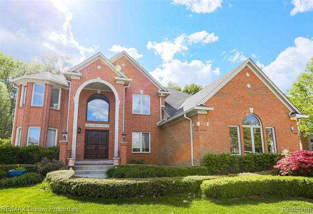 52657 Forest Grove Drive, Shelby Twp, MI 48315 (#2210035689) :: The BK Agency