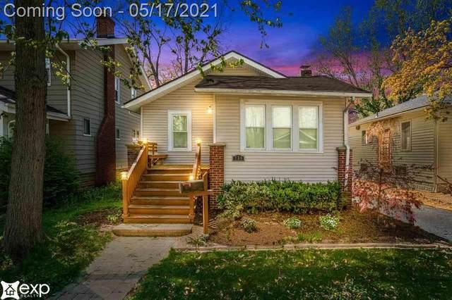 736 Gardenia Ave, Royal Oak, MI 48067 (#58050041907) :: The Alex Nugent Team | Real Estate One