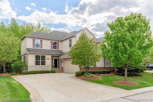 2449 Winding Brook Court, Rochester Hills, MI 48309 (#2210035849) :: Alan Brown Group
