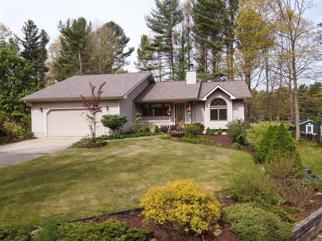 12425 168th Avenue, Grand Haven Twp, MI 49417 (#71021017609) :: The Mulvihill Group