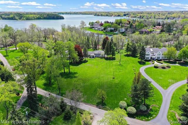 4681 Dow Ridge Road, Orchard Lake Village, MI 48324 (#2210036216) :: The Alex Nugent Team | Real Estate One