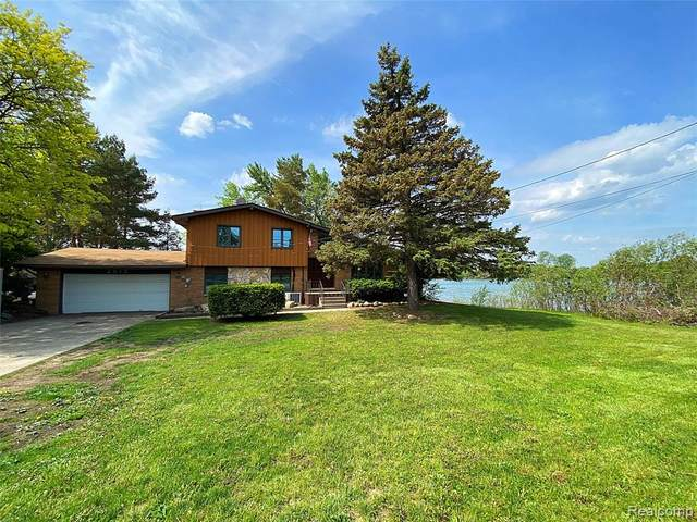 2915 W Walton Boulevard, Waterford Twp, MI 48329 (#2210038060) :: Real Estate For A CAUSE