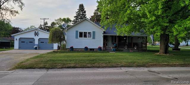 1406 W Fred W Moore Hwy, ST. CLAIR, MI 48079 (#2210039323) :: Alan Brown Group