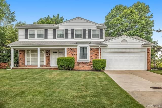 24035 Hickory Grove Lane, Novi, MI 48375 (#2210039894) :: Duneske Real Estate Advisors