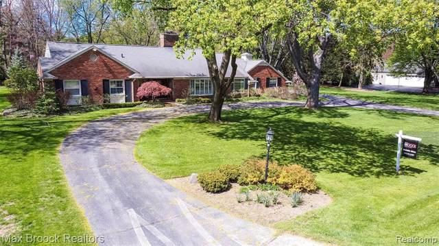 922 Timberlake Drive, Bloomfield Twp, MI 48302 (#2210042410) :: Novak & Associates
