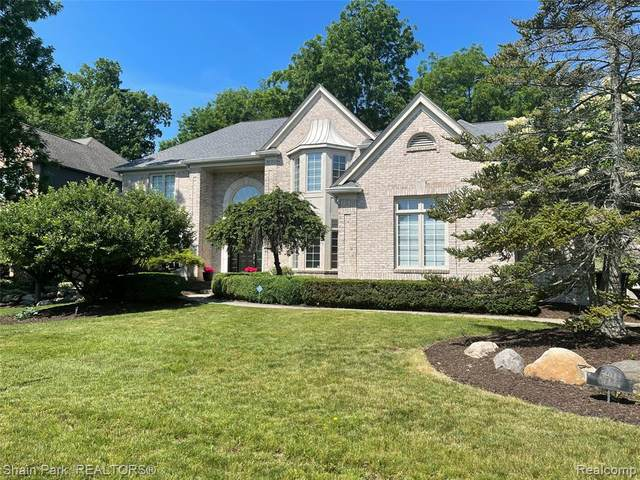 5909 Clearview Drive, Troy, MI 48098 (#2210042767) :: Robert E Smith Realty